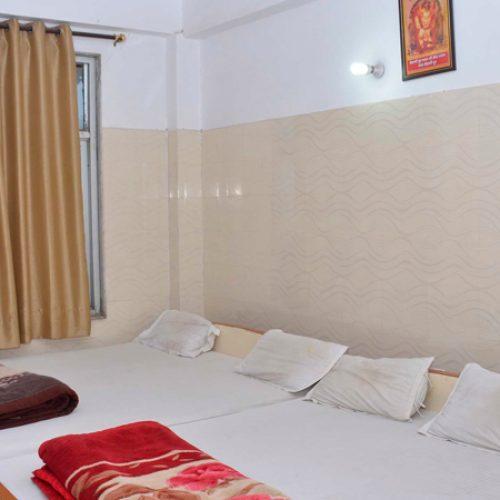 bedroom-of-mehendipur-balaji-seva-sadan-kolkata1692